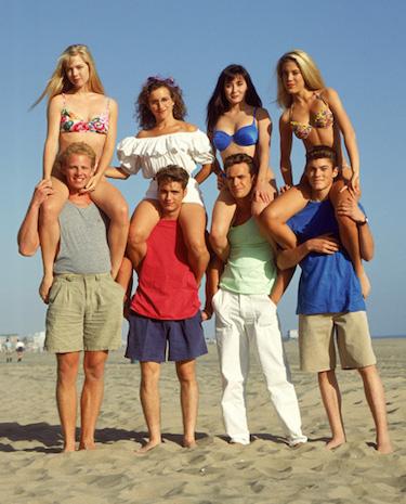 90210-cast-beach